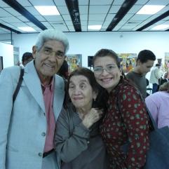 Victor Fuenmayor Ruiz acompañado por la profesora Alicia Montero y su madre.