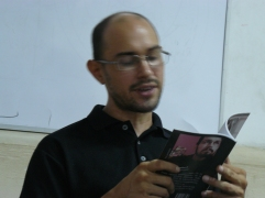 El poeta Edgar A Sanchez P en la FEDA